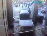 بالفيديو: كاميرا مراقبة ترصد لحظة تفجير الانتحاري نفسه داخل مواقف الطوارئ بجانب المسجد النبوي