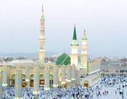 المسجد النبوي يشهد عودة المصلين تدريجيا وسط أجواء مفعمة بالإيمان