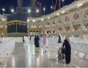 أول فوج من المعتمرين يصل المسجد الحرام .. التفاصيل هنا !!