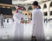 مراوح كهربائية يدوية لضيوف الرحمن .. التفاصيل هنا !!
