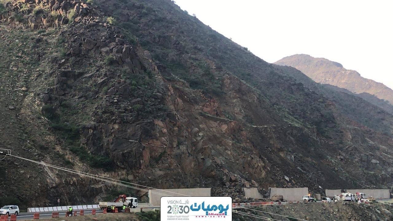 إغلاق عقبة ضلع وبدء أعمال إصلاح الانهيارات الصخرية